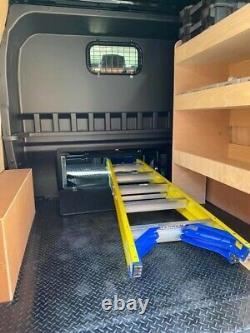 Ford Transit Custom double cab Crew cab DCIV bulkhead HATCH
